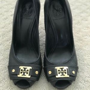 EUC - Tory Burch Carnell Leather Cork Wedges (7)